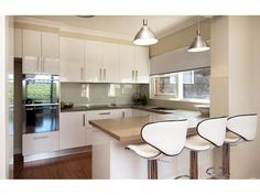 Small Kitchen Designs Kitchen Designs - Find new kitchen designs with of kitchen photos - Looking for a new kitchen or simply love admiring pretty kitchen images? We've got collections of fantastic kitchen photos to feast your eyes on. Small U Shaped Kitchens, Small Modern Kitchens, Home Kitchens, Cream Kitchens, New Kitchen Designs, Modern Kitchen Design, Modern Design, Glass Kitchen, Kitchen Decor
