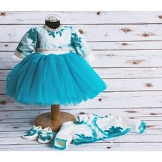 Compleu botez fetite Charlotte format din rochita, bolero, botosei si boneta.