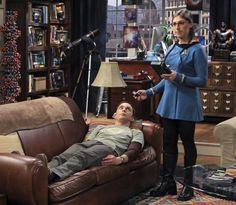 "Amy e Sheldon ""brincando de médico"". Funny."