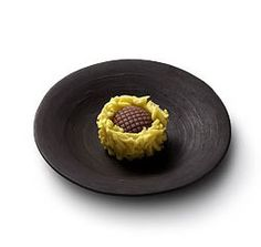 Himawari (sunflower) - Seeds (made with bean paste) sun-crowned by minced yellow petals, this wagashi reminds us of sunflowers fields brightening up the countryside. [personnal translation]