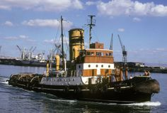 Tug in PE harbour.