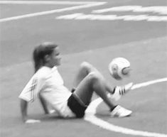 @Jodie White White White Mazoue check out this soccer gif! Yeah go check it out ⚽️✌️