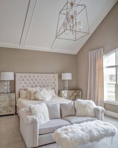 Greige bedroom decor, nice and lovely space #interiors #homedecor #bedroomdecor #greige #beige #grey