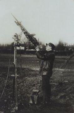 Mitrailleuse contre avions   Recueil. Images diverses de la première guerre mondiale : bataille de la Somme, des Dardanelles, destructions, soldats