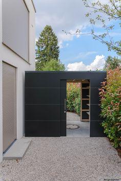 """Designer garden house """"black box"""" in Munich by design @ garten Augsburg Black Box, Modern Landscaping, Backyard Landscaping, Landscaping Design, Beautiful Front Doors, Design Jardin, Black Garden, Backyard Sheds, Modern Garden Design"""