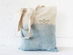 Beautiful handmade Design tote bag. Diy Dye, Golden ship, Origami style, maritim, Jutebeutel gefärbt, 100% Handarbeit, 100% Design, 100% vegan, 100% fair: http://www.nullsieben-design.de/shop-1/taschen-beutel-etuis/jutebeutel