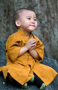 'Namaste', smiling young Buddhist in training, Tibet Precious Children, Beautiful Children, Beautiful Babies, Beautiful World, Happy Children, Kids Around The World, People Around The World, Little People, Little Ones
