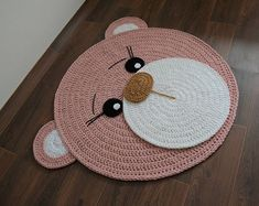 Diy Crafts - ¡Me chifla! Crochet Mat, Crochet Rug Patterns, Crochet Carpet, Crochet Teddy, Crochet Home, Crochet Designs, Crochet Baby Sweaters, Baby Hats Knitting, Small Crochet Gifts