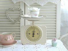 •○•  Antike Küchen Waage, Shabby chic  •○• von Weidenröschen auf DaWanda.com