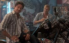 The Expendables Photo: Sylvester Stallone and Dolph Lundgren in The Expendables Funny Images, Funny Pictures, Action Movie Stars, Dolph Lundgren, Freaking Hilarious, Rocky Balboa, The Expendables, Sylvester Stallone, Classic Movies