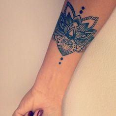 Lotus Flower Tattoo On Arm 12 beautiful lotus tattoo designs for girls . Lotus Tattoo Design, Flower Tattoo Designs, Lotus Design, Henna Designs, Future Tattoos, New Tattoos, Body Art Tattoos, Piercing Tattoo, Dermal Piercing