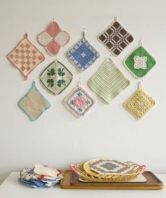 I so want the pattern for the pink and white potholder at the top!