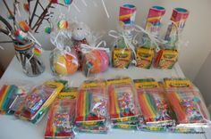 rainbow party loot bag ideas - just picture, link goes nowhere My Little Pony Cumpleaños, Fiesta Little Pony, Little Pony Party, Cumpleaños Rainbow Dash, Rainbow Dash Birthday, Rainbow Art, Art Party Favors, Birthday Party Favors, Party Bags