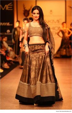 10 Astonishing lehenga blouse designs From Neeta Lulla