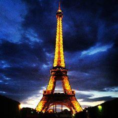 Tour Eiffel w Paris, Île-de-France. Ile bym dał, by tam być! To dla każdego romantyka miejsce kultu! :3