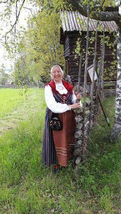 Håsjödräkten. Håsjö Jämtland. Folk Costume, Costumes, Traditional Outfits, Norway, Sweden, Scandinavian, Diy Projects, Dress Up Clothes, Handmade Crafts
