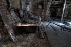 a decaying bath