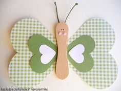 Cub Crafts: Many creative crafts ideas. I have no idea what this website says, (It is in French, I think) but I want to explore the crafts shown! La classe della maestra Valentina