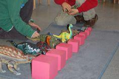 dino's sorteren op grootte Dinosaur Activities, Montessori, Native American, Kindergarten, School, Projects, Knight, Mathematics, Middle Ages
