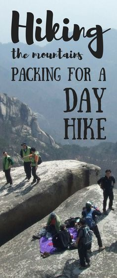Packing for a day hike. Hiking packing list for beginners for day hikes or vacation. Hiking tips when you're out on hiking trails as your workout! There's some essential hiking gear, whether it's a short or long day hike, summer hiking in hot weather or w Camping Info, Camping And Hiking, Outdoor Camping, Outdoor Travel, Camping Hacks, Camping Outdoors, Camping Gear, Camping Cot, Camping Hammock