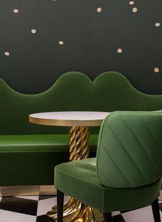 Les magnifiques intérieurs conçus par India Mahdavi >India Mahdavi a appliqué son style unique au café Ladurée à l'Hôtel des Bergues à Genève, en Suisse. #IndiaMahdavi #décorationintérieur #tendancedéco @magasinsdeco