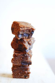 Mushroom Coffee Blondies - vegan, gluten-free, easy to make, and full of mushrooms to support your immune system and cognitive function! http://www.nibsandgreens.com/mushroom-coffee-blondies/