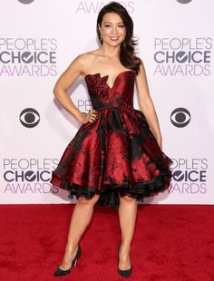 Celebs made edgy and goth look so good at 2016 People's Choice Awards: Ming Na Wen Beautiful Asian Women, Beautiful People, Beautiful Ladies, Emma Watson Legs, Melinda May, Ming Na Wen, Goth Look, Choice Awards, Sexy Legs