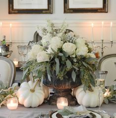 Creative Ideas for Fall or Thanksgiving Table Settings and Home Decor – Home with Holliday - Thanksgiving Decorations Thanksgiving Table Settings, Thanksgiving Centerpieces, Holiday Tables, Christmas Tables, Thanksgiving Flowers, Diy Thanksgiving, Thanksgiving Background, Blue Christmas Decor, Fall Table Settings