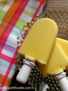 mango popsicles 1 mango, peeled and diced ¼ C plain greek yogurt ⅓ C milk ⅓ C mango or orange juice ¼ C water 1 tsp vanilla extract 3 T sugar Handful of ice