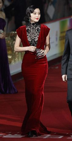 Tadashi Shoji velvet gown        ⊱ղb⊰