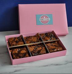 Brownie Box with Divider Brownie Packaging, Baking Packaging, Dessert Packaging, Packaging For Cookies, Gourmet Donut Recipe, Gourmet Cookies, Box Brownies, Brownie Cookies, Foto Pastel
