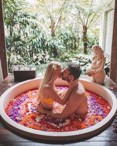 Read this post to know all the best luxury hotels in Ubud, Bali! Are you looking for a romantic stay, a relaxing, or an authentic stay? Here we will let you know what hotel is for you and give you our honest feedback! Couples Bathtub, Couples Spa, Romantic Couples, Cute Couples Goals, Couple Goals, Romantic Bath, Ubud Hotels, Bali Travel Guide, Relaxing Bath