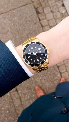 Watches for men Boys Watches, Rolex Watches For Men, Best Watches For Men, Luxury Watches, Cayenne Hybrid, Golden Design, Boyfriend Watch, Watches Photography, Matching Gifts