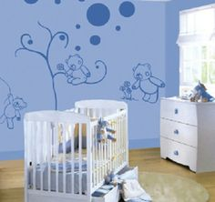 Una excelente idea para la decoracion del cuarto del bebe es usar figuras de vinil sobre las paredes de la habitación.
