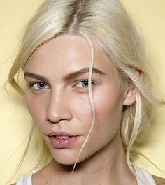 The Easiest Way to Get Clearer Skin in Under One Minute - Daily Makeover