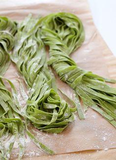 37 Ideas For Pasta Spinach Recipes Noodles Spinach Noodles, Spinach Pasta Recipes, Spinach Ideas, Spinach Tortellini, Spinach Salad, Pasta Machine, Fresh Pasta, Dough Recipe, Pasta Dishes