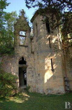 Perigord (Dordogne, France) castle ruins