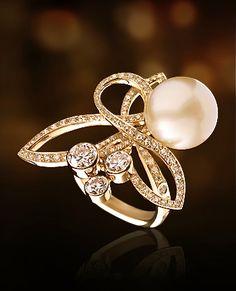 Chanel pearl, diamonds & 18k gold ring