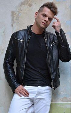 houa! Minion, Leather Jacket, Concert, Jackets, Fashion, Music, Studded Leather Jacket, Down Jackets, Moda