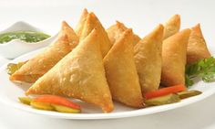 Make chicken samosas in Ramadan    If not samosas it does not break the fast but can be harmful to health food daily market samosas.  Women can make delicious chicken samosas for Ramadan on which the synthesis is easy.  Chicken samosas made at home are not only delicious but also good for health.  Can maintain not only breaking the samosas in the fridge for ordinary days to be presented to them on the evening to cook or a guest with tea.  Read Also:   How to make Chicken Cutlets in Urdu…