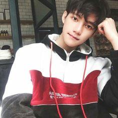 Dynamic Street Styles for Men Cute Asian Guys, Cute Korean Boys, Asian Boys, Asian Men, Cute Guys, Korean Boys Ulzzang, Ulzzang Boy, Korean Men, Tumblr Boys