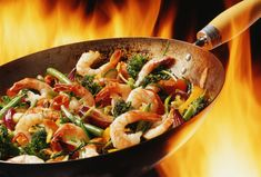 I have always wanted to cook authentic Chinese dishes in a wok. All I need is a wok, and some recipes! Shrimp And Vegetables, Shrimp And Broccoli, Broccoli Stir Fry, Thai Shrimp, Grilled Shrimp, Healthy Fast Food Choices, Fast Healthy Meals, Healthy Recipes, Healthy Cooking
