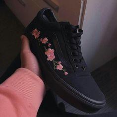 Картинка с тегом «shoes, black, and pink»