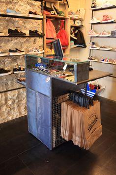 I like the bag display and shoe display. Clothing Store Interior, Clothing Store Displays, Clothing Store Design, Boutique Clothing, Fashion Boutique, Shoe Store Design, Retail Store Design, Boutique Decor, Boutique Design