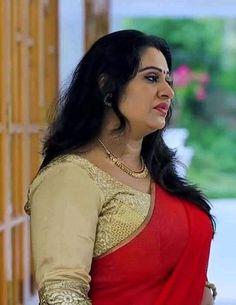 Rekha Actress, Aunty In Saree, Arabian Beauty, Blue Saree, India Beauty, Beauty Women, Curves, Sari, Actresses