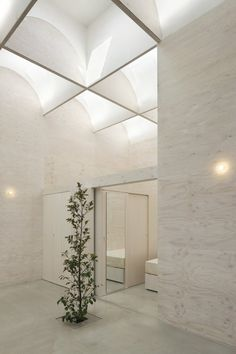 Daylight House, Yokohama Kanagawa, Japan, 2011 - Takeshi Hosaka Architects. A single family house in 85m²!