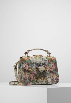 "ALDO. TELAWEN - Handbag - natural . Pattern:floral. Fastening:Magnet. Compartments:mobile phone pocket. length:10.0 "" (Size One Size). width:2.5 "" (Size One Size). Lining:Polyester. carrying handle:2.5 "" (Size One Size). Outer materi..."