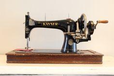 Antieke naaimachine KAYSER - TE KOOP bij Zolderwinkel.nl