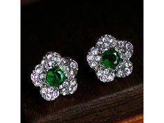 Un orecchino è un pezzo di gioielleria che è indossato sull'orecchio. È indossato sia dalle donne che dagli uomini di tutte le età, anche se