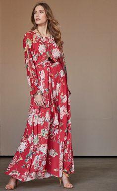 NEW IN: Os vestidos florais compõem um look romântico e elegante. Aposte!  SHOP NOW: http://www.amissima.com.br/